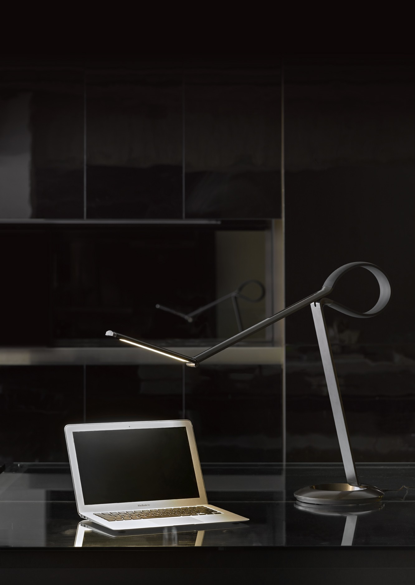 qisdesign compasso led schreibtischleuchte. Black Bedroom Furniture Sets. Home Design Ideas